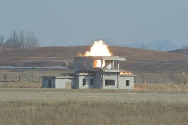 160227 - 조선의 오늘 - KIM JONG UN - Marschall KIM JONG UN leitete den Schießtest mit einer neuen Panzerabwehrrakete an - 09 - 경애하는 김정은동지께서 새로 개발한 반땅크유도무기시험사격을 지도하시였다