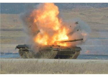 160227 - RS - KIM JONG UN - Marschall KIM JONG UN leitete den Schießtest mit einer neuen Panzerabwehrrakete an - 06 - 경애하는 김정은동지께서 새로 개발한 반땅크유도무기시험사격을 지도하시였다