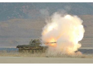160227 - RS - KIM JONG UN - Marschall KIM JONG UN leitete den Schießtest mit einer neuen Panzerabwehrrakete an - 09 - 경애하는 김정은동지께서 새로 개발한 반땅크유도무기시험사격을 지도하시였다