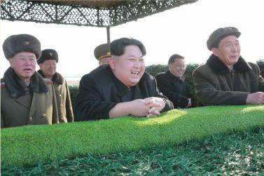 160227 - SK - KIM JONG UN - Marschall KIM JONG UN leitete den Schießtest mit einer neuen Panzerabwehrrakete an - 경애하는 김정은동지께서 새로 개발한 반땅크유도무기시험사격을 지도하시였다