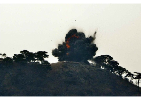 160304 - RS - KIM JONG UN - 02 - 경애하는 김정은동지께서 신형대구경방사포시험사격을 지도하시였다