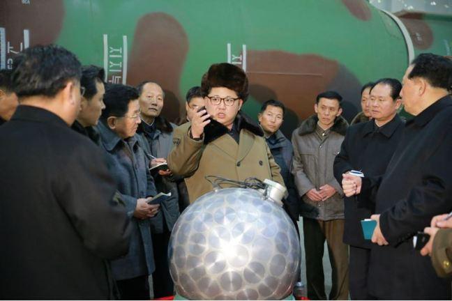 160309 - 조선의 오늘 - KIM JONG UN - Marschall KIM JONG UN besuchte die Wissenschaftler und Techniker für Kernwaffen - 02 - 경애하는 김정은동지께서 핵무기연구부문의 과학자, 기술자들을 만나시고 핵무기병기화사업을 지도하시였다