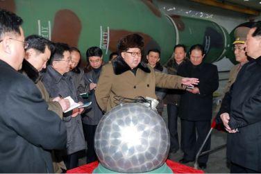 160309 - 조선의 오늘 - KIM JONG UN - Marschall KIM JONG UN besuchte die Wissenschaftler und Techniker für Kernwaffen - 03 - 경애하는 김정은동지께서 핵무기연구부문의 과학자, 기술자들을 만나시고 핵무기병기화사업을 지도하시였다
