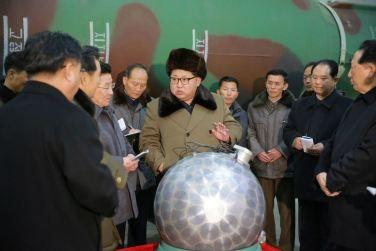 160309 - 조선의 오늘 - KIM JONG UN - Marschall KIM JONG UN besuchte die Wissenschaftler und Techniker für Kernwaffen - 04 - 경애하는 김정은동지께서 핵무기연구부문의 과학자, 기술자들을 만나시고 핵무기병기화사업을 지도하시였다