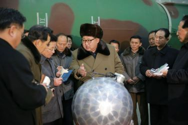 160309 - 조선의 오늘 - KIM JONG UN - Marschall KIM JONG UN besuchte die Wissenschaftler und Techniker für Kernwaffen - 05 - 경애하는 김정은동지께서 핵무기연구부문의 과학자, 기술자들을 만나시고 핵무기병기화사업을 지도하시였다