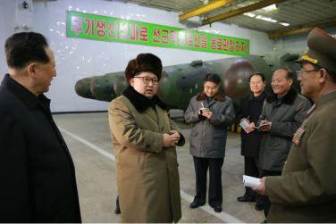 160309 - 조선의 오늘 - KIM JONG UN - Marschall KIM JONG UN besuchte die Wissenschaftler und Techniker für Kernwaffen - 07 - 경애하는 김정은동지께서 핵무기연구부문의 과학자, 기술자들을 만나시고 핵무기병기화사업을 지도하시였다