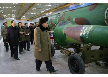 160309 - RS - KIM JONG UN - Marschall KIM JONG UN besuchte die Wissenschaftler und Techniker für Kernwaffen - 02 - 경애하는 김정은동지께서 핵무기연구부문의 과학자, 기술자들을 만나시고 핵무기병기화사업을 지도하시였다