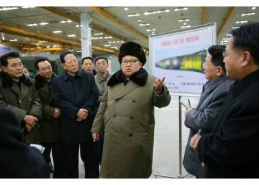 160309 - RS - KIM JONG UN - Marschall KIM JONG UN besuchte die Wissenschaftler und Techniker für Kernwaffen - 03 - 경애하는 김정은동지께서 핵무기연구부문의 과학자, 기술자들을 만나시고 핵무기병기화사업을 지도하시였다