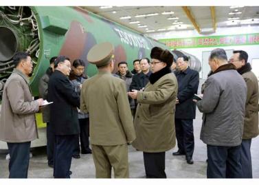 160309 - RS - KIM JONG UN - Marschall KIM JONG UN besuchte die Wissenschaftler und Techniker für Kernwaffen - 04 - 경애하는 김정은동지께서 핵무기연구부문의 과학자, 기술자들을 만나시고 핵무기병기화사업을 지도하시였다