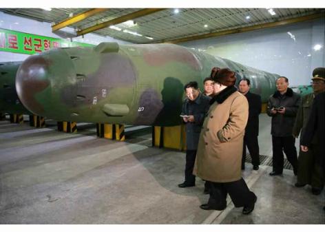 160309 - RS - KIM JONG UN - Marschall KIM JONG UN besuchte die Wissenschaftler und Techniker für Kernwaffen - 05 - 경애하는 김정은동지께서 핵무기연구부문의 과학자, 기술자들을 만나시고 핵무기병기화사업을 지도하시였다