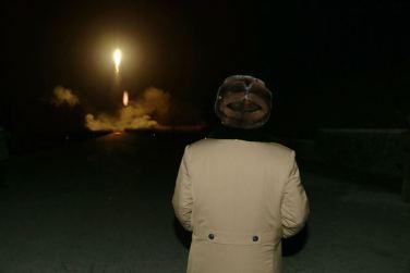 160311 - 조선의 오늘 - KIM JONG UN - Marschall KIM JONG UN sah sich eine Übung der Strategischen Truppen der KVA an - 04 - 경애하는 김정은동지께서 조선인민군 전략군의 탄도로케트발사훈련을 보시였다