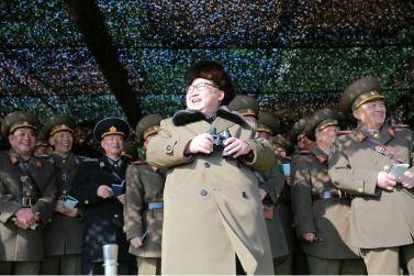 160311 - 조선의 오늘 - KIM JONG UN - Marschall KIM JONG UN besuchte einen Panzerwettbewerb der Armee - 03 - 경애하는 김정은동지께서 《조선인민군 땅크병경기대회-2016》을 보시였다
