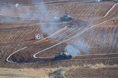 160311 - 조선의 오늘 - KIM JONG UN - Marschall KIM JONG UN besuchte einen Panzerwettbewerb der Armee - 06 - 경애하는 김정은동지께서 《조선인민군 땅크병경기대회-2016》을 보시였다