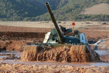 160311 - 조선의 오늘 - KIM JONG UN - Marschall KIM JONG UN besuchte einen Panzerwettbewerb der Armee - 08 - 경애하는 김정은동지께서 《조선인민군 땅크병경기대회-2016》을 보시였다