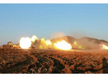 160311 - RS - KIM JONG UN - Marschall KIM JONG UN besuchte einen Panzerwettbewerb der Armee - 03 - 경애하는 김정은동지께서 《조선인민군 땅크병경기대회-2016》을 보시였다