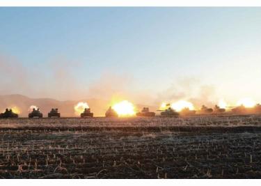 160311 - RS - KIM JONG UN - Marschall KIM JONG UN besuchte einen Panzerwettbewerb der Armee - 04 - 경애하는 김정은동지께서 《조선인민군 땅크병경기대회-2016》을 보시였다