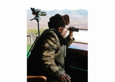 160311 - RS - KIM JONG UN - Marschall KIM JONG UN besuchte einen Panzerwettbewerb der Armee - 05 - 경애하는 김정은동지께서 《조선인민군 땅크병경기대회-2016》을 보시였다