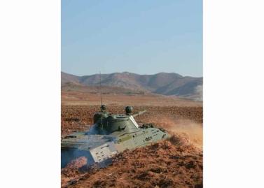 160311 - RS - KIM JONG UN - Marschall KIM JONG UN besuchte einen Panzerwettbewerb der Armee - 10 - 경애하는 김정은동지께서 《조선인민군 땅크병경기대회-2016》을 보시였다