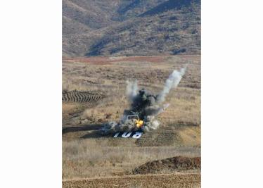 160311 - RS - KIM JONG UN - Marschall KIM JONG UN besuchte einen Panzerwettbewerb der Armee - 11 - 경애하는 김정은동지께서 《조선인민군 땅크병경기대회-2016》을 보시였다