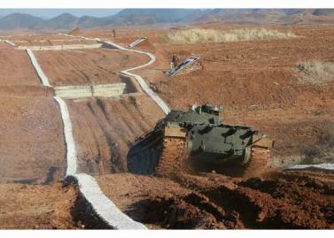160311 - RS - KIM JONG UN - Marschall KIM JONG UN besuchte einen Panzerwettbewerb der Armee - 12 - 경애하는 김정은동지께서 《조선인민군 땅크병경기대회-2016》을 보시였다