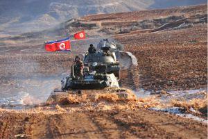 160311 - SK - KIM JONG UN - Marschall KIM JONG UN besuchte einen Panzerwettbewerb der Armee - 경애하는 김정은동지께서 《조선인민군 땅크병경기대회-2016》을 보시였다
