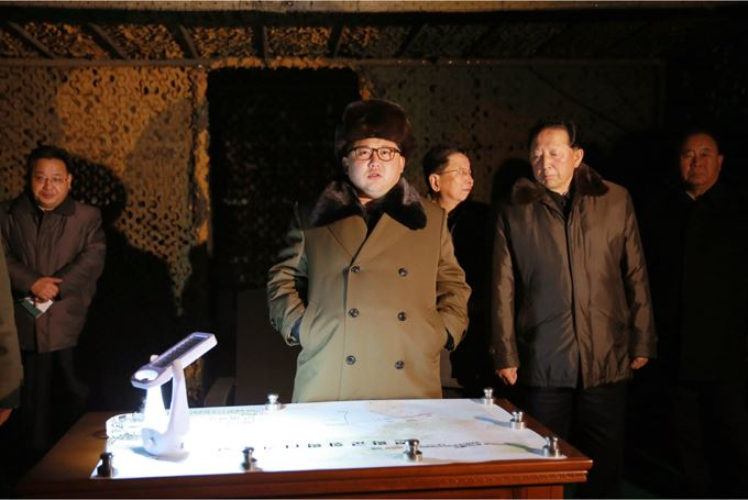 160311 - SK - KIM JONG UN - Marschall KIM JONG UN sah sich eine Übung der Strategischen Truppen der KVA an - 01 - 경애하는 김정은동지께서 조선인민군 전략군의 탄도로케트발사훈련을 보시였다