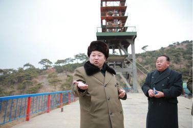 160315 - 조선의 오늘 - KIM JONG UN - Marschall KIM JONG UN besichtigte eine erfolgreiche Simulation des Wiedereintritts der ballistischen Rakete in die Atmosphäre - 01 - 경애하는 김정은동지께서 탄도로케트 대기권재돌입환경모의시험을 지도하시였다