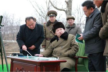 160315 - 조선의 오늘 - KIM JONG UN - Marschall KIM JONG UN besichtigte eine erfolgreiche Simulation des Wiedereintritts der ballistischen Rakete in die Atmosphäre - 02 - 경애하는 김정은동지께서 탄도로케트 대기권재돌입환경모의시험을 지도하시였다
