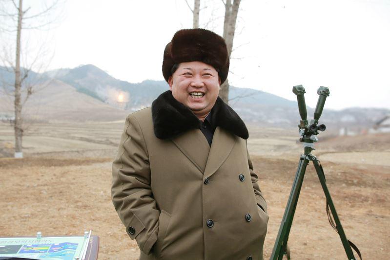 160315 - 조선의 오늘 - KIM JONG UN - Marschall KIM JONG UN besichtigte eine erfolgreiche Simulation des Wiedereintritts der ballistischen Rakete in die Atmosphäre - 05 - 경애하는 김정은동지께서 탄도로케트 대기권재돌입환경모의시험을 지도하시였다