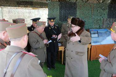 160320 - 조선의 오늘 - KIM JONG UN - Marschall KIM JONG UN leitete eine Landungs- und Landungsabwehrübung der KVA - 01 - 경애하는 김정은동지께서 조선인민군 상륙 및 반상륙방어연습을 지도하시였다