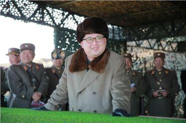 160320 - 조선의 오늘 - KIM JONG UN - Marschall KIM JONG UN leitete eine Landungs- und Landungsabwehrübung der KVA - 02 - 경애하는 김정은동지께서 조선인민군 상륙 및 반상륙방어연습을 지도하시였다