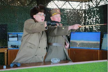 160320 - 조선의 오늘 - KIM JONG UN - Marschall KIM JONG UN leitete eine Landungs- und Landungsabwehrübung der KVA - 07 - 경애하는 김정은동지께서 조선인민군 상륙 및 반상륙방어연습을 지도하시였다