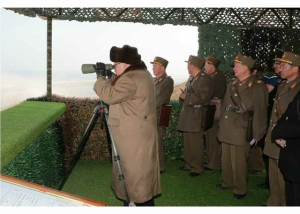 160320 - RS - KIM JONG UN - Marschall KIM JONG UN leitete eine Landungs- und Landungsabwehrübung der KVA - 03 - 경애하는 김정은동지께서 조선인민군 상륙 및 반상륙방어연습을 지도하시였다
