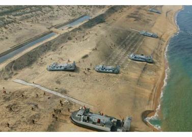 160320 - RS - KIM JONG UN - Marschall KIM JONG UN leitete eine Landungs- und Landungsabwehrübung der KVA - 08 - 경애하는 김정은동지께서 조선인민군 상륙 및 반상륙방어연습을 지도하시였다