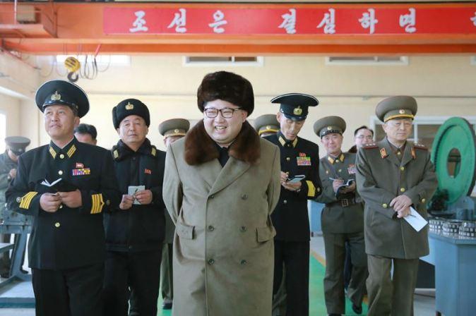 160322 - 조선의 오늘 - Marschall KIM JONG UN besichtigte das Schiffsreparaturwerk '3. Oktober' der 597. Truppe der KVA - 03 - 경애하는 김정은동지께서 우리 나라 선박수리공장의 본보기, 표준으로 전변된 조선인민군 해군 제597군부대관하 10월3일공장을 현지지도하시였다