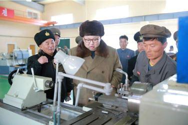 160322 - 조선의 오늘 - Marschall KIM JONG UN besichtigte das Schiffsreparaturwerk '3. Oktober' der 597. Truppe der KVA - 04 - 경애하는 김정은동지께서 우리 나라 선박수리공장의 본보기, 표준으로 전변된 조선인민군 해군 제597군부대관하 10월3일공장을 현지지도하시였다