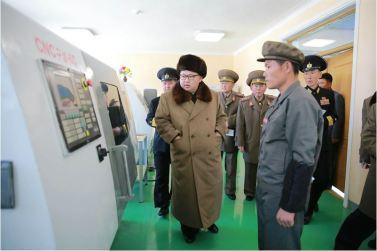 160322 - 조선의 오늘 - Marschall KIM JONG UN besichtigte das Schiffsreparaturwerk '3. Oktober' der 597. Truppe der KVA - 06 - 경애하는 김정은동지께서 우리 나라 선박수리공장의 본보기, 표준으로 전변된 조선인민군 해군 제597군부대관하 10월3일공장을 현지지도하시였다