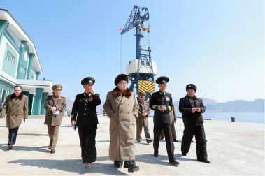 160322 - 조선의 오늘 - Marschall KIM JONG UN besichtigte das Schiffsreparaturwerk '3. Oktober' der 597. Truppe der KVA - 08 - 경애하는 김정은동지께서 우리 나라 선박수리공장의 본보기, 표준으로 전변된 조선인민군 해군 제597군부대관하 10월3일공장을 현지지도하시였다