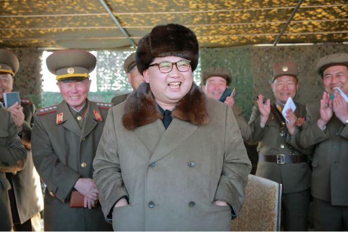 160322 - 조선의 오늘 - KIM JONG UN - Marschall KIM JONG UN begutachtete erneut den Abschuss eines neuen Langstreckenraketenwerfers - 03 - 경애하는 김정은동지께서 신형대구경방사포사격을 또다시 지도하시였다