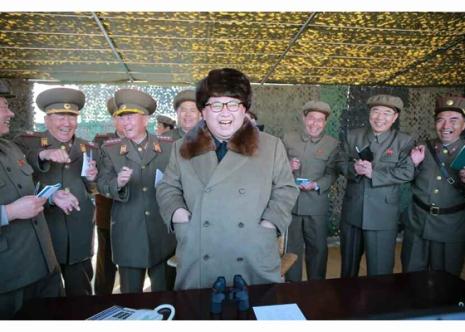 160322 - RS - KIM JONG UN - Marschall KIM JONG UN begutachtete erneut den Abschuss eines neuen Langstreckenraketenwerfers - 03 - 경애하는 김정은동지께서 신형대구경방사포사격을 또다시 지도하시였다