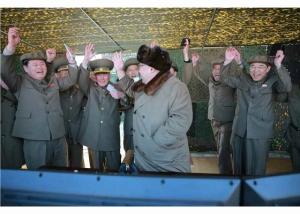 160322 - RS - KIM JONG UN - Marschall KIM JONG UN begutachtete erneut den Abschuss eines neuen Langstreckenraketenwerfers - 05 - 경애하는 김정은동지께서 신형대구경방사포사격을 또다시 지도하시였다