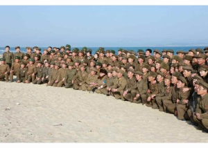 160322 - RS - KIM JONG UN - Marschall KIM JONG UN begutachtete erneut den Abschuss eines neuen Langstreckenraketenwerfers - 09 - 경애하는 김정은동지께서 신형대구경방사포사격을 또다시 지도하시였다