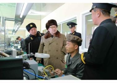 160322 - RS - Marschall KIM JONG UN besichtigte das Schiffsreparaturwerk '3. Oktober' der 597. Truppe der KVA - 02 - 경애하는 김정은동지께서 우리 나라 선박수리공장의 본보기, 표준으로 전변된 조선인민군 해군 제597군부대관하 10월3일공장을 현지지도하시였다