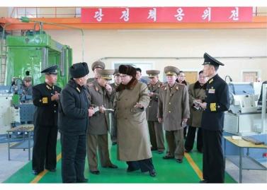 160322 - RS - Marschall KIM JONG UN besichtigte das Schiffsreparaturwerk '3. Oktober' der 597. Truppe der KVA - 04 - 경애하는 김정은동지께서 우리 나라 선박수리공장의 본보기, 표준으로 전변된 조선인민군 해군 제597군부대관하 10월3일공장을 현지지도하시였다