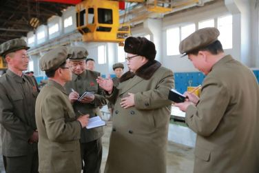 160324 - 조선의 오늘 - KIM JONG UN - Marschall KIM JONG UN besichtigte den Betrieb '11. Februar' im Vereinigten Maschinenwerk Ryongsong - 03 - 경애하는 김정은동지께서 룡성기계련합기업소 2월11일공장을 현지지도하시였다