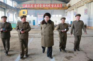 160324 - 조선의 오늘 - KIM JONG UN - Marschall KIM JONG UN besichtigte den Betrieb '11. Februar' im Vereinigten Maschinenwerk Ryongsong - 04 - 경애하는 김정은동지께서 룡성기계련합기업소 2월11일공장을 현지지도하시였다
