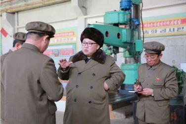 160324 - 조선의 오늘 - KIM JONG UN - Marschall KIM JONG UN besichtigte den Betrieb '11. Februar' im Vereinigten Maschinenwerk Ryongsong - 05 - 경애하는 김정은동지께서 룡성기계련합기업소 2월11일공장을 현지지도하시였다