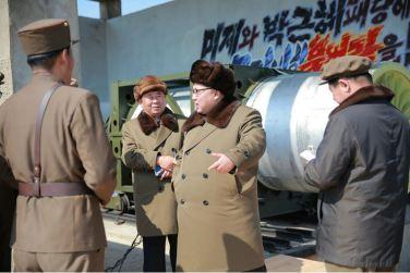160324 - 조선의 오늘 - KIM JONG UN - Marschall KIM JONG UN begutachtete einen Raketentriebwerktest - 02 - 경애하는 김정은동지께서 대출력고체로케트발동기지상분출 및 계단분리시험을 지도하시였다
