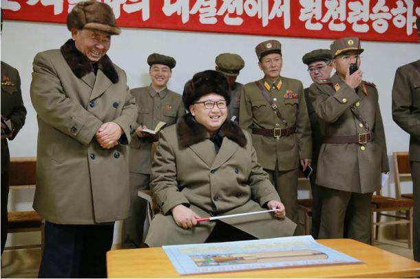 160324 - 조선의 오늘 - KIM JONG UN - Marschall KIM JONG UN begutachtete einen Raketentriebwerktest - 03 - 경애하는 김정은동지께서 대출력고체로케트발동기지상분출 및 계단분리시험을 지도하시였다