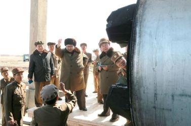 160324 - 조선의 오늘 - KIM JONG UN - Marschall KIM JONG UN begutachtete einen Raketentriebwerktest - 05 - 경애하는 김정은동지께서 대출력고체로케트발동기지상분출 및 계단분리시험을 지도하시였다
